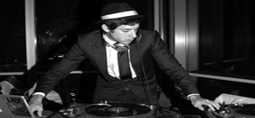 mark-ronson-dj-on-the-decks_F2