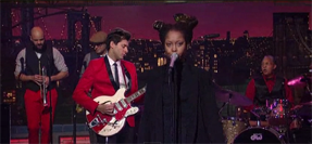 "Video – Mark Ronson ""A La Modeliste"" f/ Erykah Badu Live On Letterman"